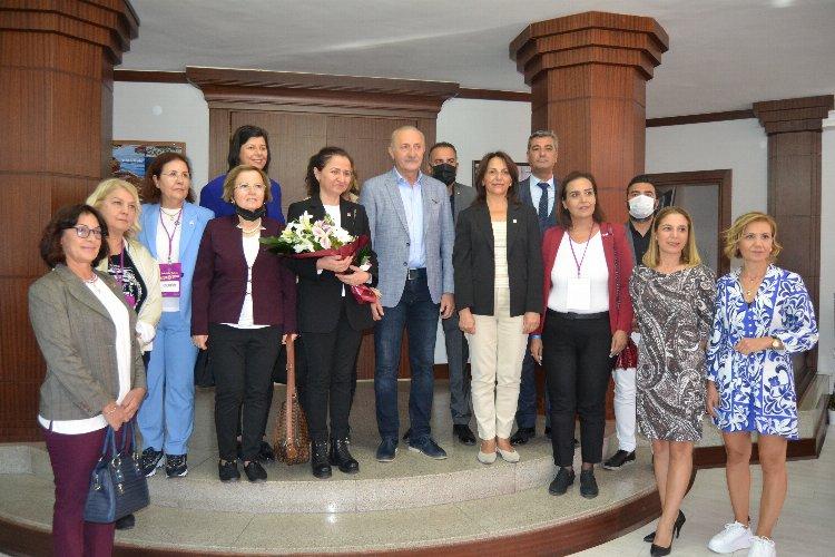Didim' de CHP Kadın Kolları çıkartması