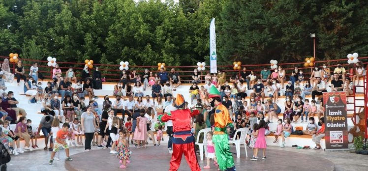 Kocaeli İzmit'te 'Müzikli Çocuk Masalları' ile eğlendiler