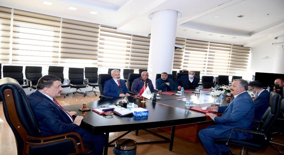 Malatya'da Yeşilyurtlu muhtarlar Başkan Gürkan'ı ziyaret etti